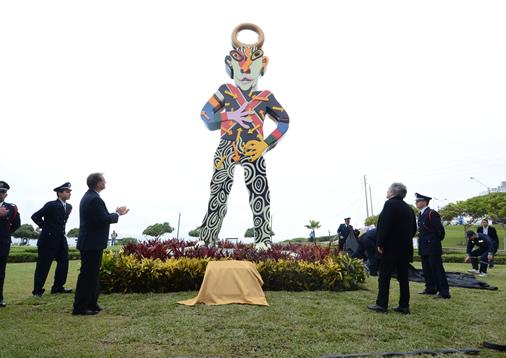 escultura de Tola en parque de Miraflores