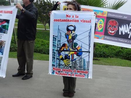 escultura Tola protestas