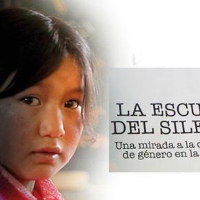 La escuela del silencio: dificultades que viven las niñas en las escuelas rurales y urbano marginales dePerú