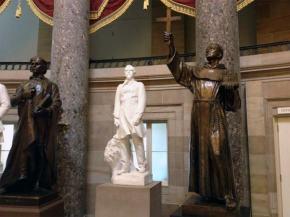¿Por qué pretenden retirar a Fray Junípero Serra del Salón Estatuario del Capitolio deEE.UU.?