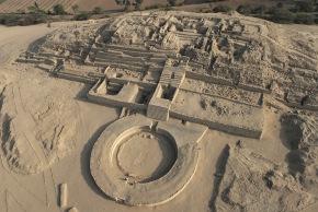 300 mil metros cuadrados de Caral, la ciudadela más antigua de América, ocupados por siembras deagricultores