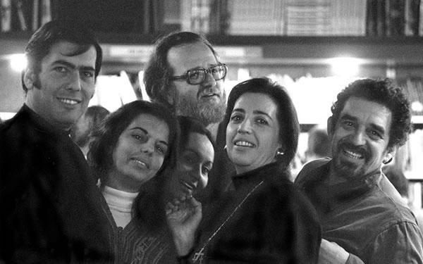 Mario Vargas Llosa, su esposa Patricia Llosa, José Donoso y PilarSerrano,  su esposa, Mercedes Barcha mujer de Gabriel Garcia Márquez y García Márquez
