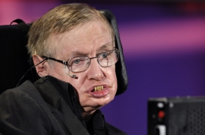Stephen Hawking afirma que los humanos hemos creado muchos peligros que nos ponen enriesgo