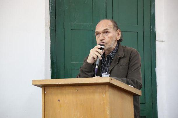 Samuel Cárdich escritor huanuqueño visita el Barrio Quijote