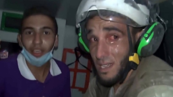casco-blanco-abu-khalifa-conmovido-foto-de-frente