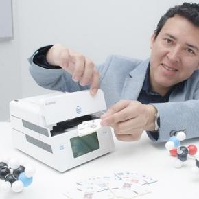 El investigador peruano William Trujillo con empresa danesa desarrollaron dispositivo para detección inmediata deldengue