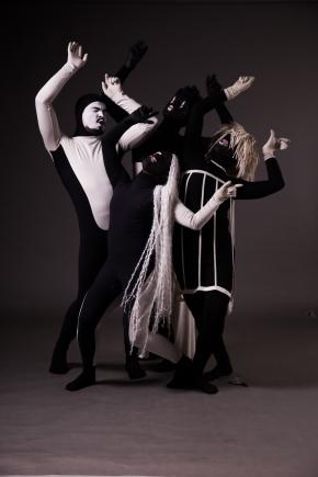 LABERINTO: Pieza de danza contemporánea bajo la dirección de Lea Anderson deInglaterra