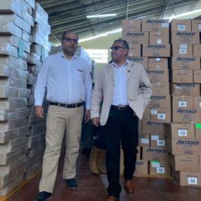Ministro de Educación del Perú supervisó en Cajamarca llegada de textos en castellano, quechua yawajún