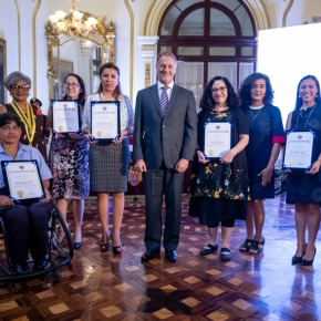 "Alcalde de Lima, Jorge Muñoz, otorgó ""PREMIO LIMA 2019"" a siete mujeresejemplares"