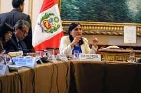 Ministra de Educación de Perú rechaza indignada contenidos inapropiados en textoescolar