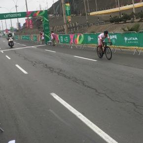 Ciclista peruano Israel Hilario sacó chispas a la pista en carrera de ruta de Parapanamericanos 2019