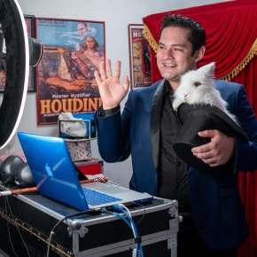 """El Mago Biondi escucha y responde a su audiencia en la presentación """"Show Online"""" en tiemporeal"""