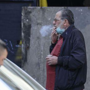 Prohibición de fumar o vapear en la calle sin distancia de 2 metros es otra medida de España para disminuir trasmisión de COVID 19: Científicos afirman que aumentan posibilidades por contaminación aérea y manipulación demascarillas