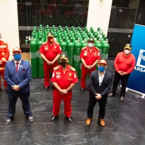"""Bomberos Voluntarios del Perú reciben donación de 65 tanques de oxígeno con 40 litros de capacidad en el marco de campaña """"Oxígeno para todos"""" de la empresaBarsand"""