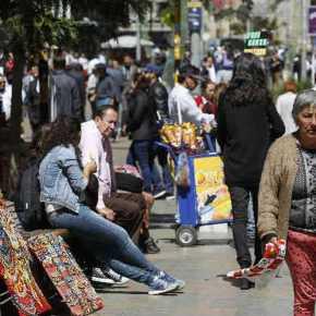 Empleo informal afecta a 11,2 millones de peruanos siendo el 46% trabajadores independientes y 52% son asalariados en empresas de hasta 20 trabajadores, análisisCCL