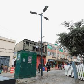 Empresarios de Mesa Redonda adquieren luminarias LED que funcionan con luz solar y la Municipalidad de Lima apoya con suimplementación